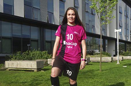 Jugadora de Futsal recibe beca de Inacap como deportista destacada