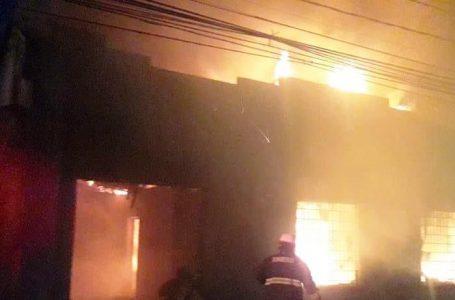 Incendio y saqueos marcaron última jornada de manifestaciones en Talca
