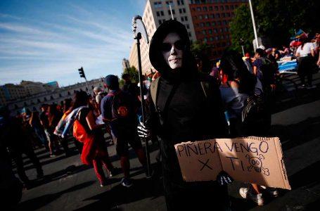 Diferentes disfraces caracterizaron nueva jornada de protestas en Talca