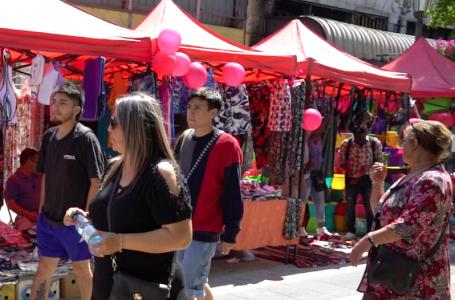 Desesperados comerciantes se toman paseo peatonal en Talca