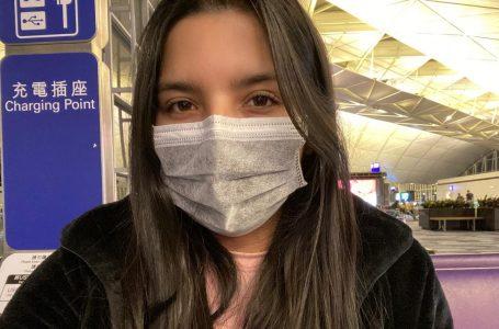 La estudiante chilena varada en China, retorna al país y será aislada en su casa.