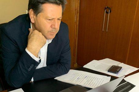 """Senador Juan Castro le pide al gobierno """"un 10% de humildad"""""""