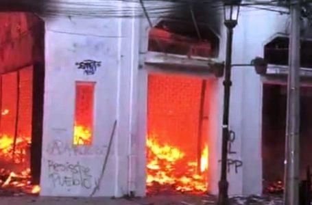 Incendio afectó a locales comerciales en Talca