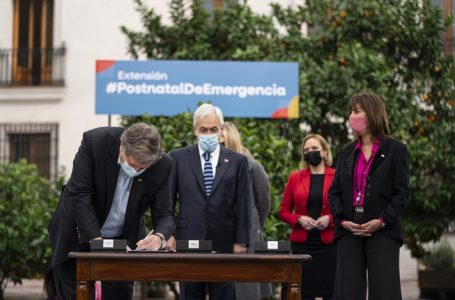"""Presidente Piñera por extensión del postnatal de emergencia: """"Esta ley es un apoyo y una ayuda a la maternidad y a la familia"""""""